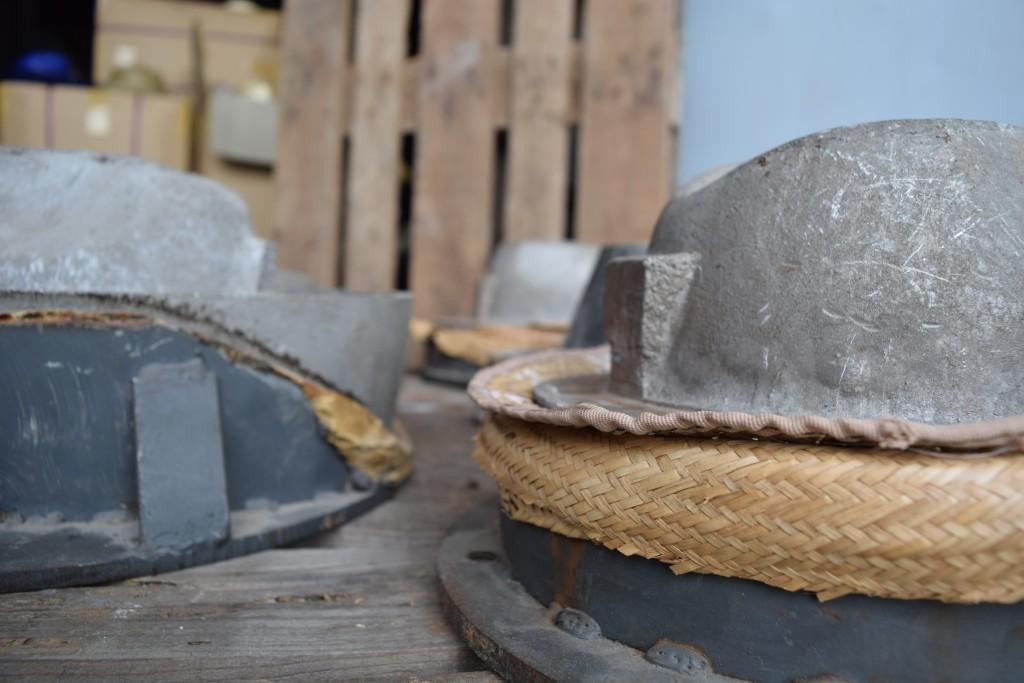 Maquinaria fabricación sombreros.